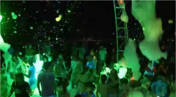 Пенная вечеринка на пляже камелии