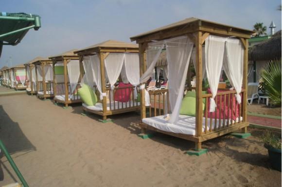 Шатры на пляже