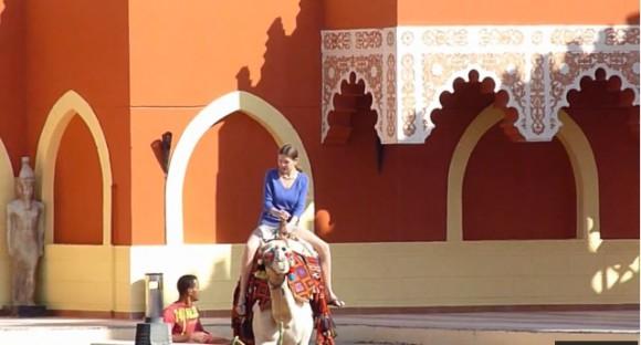 Отель Тысяча и одна ночь - катание на верблюде