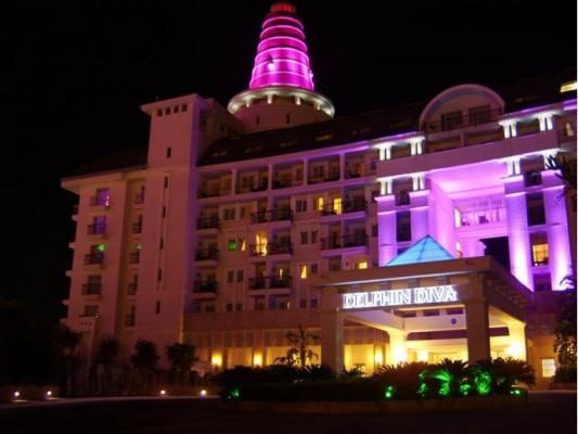Отель Дельфин дива премьер вечером