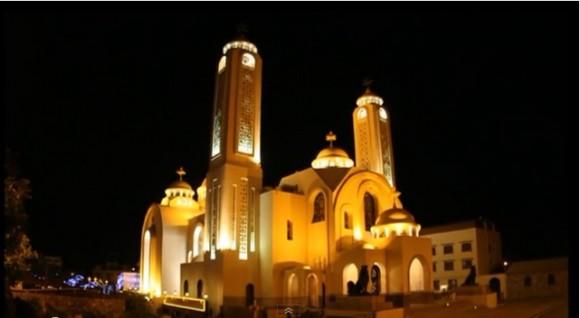 ночной вид на церковь