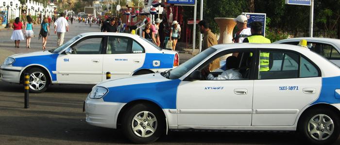 Такси в Шарм-Эль-Шейхе имеют не стандартную бело-голубую расцветку
