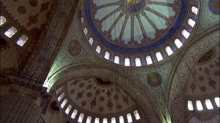 260 окон голубой мечети
